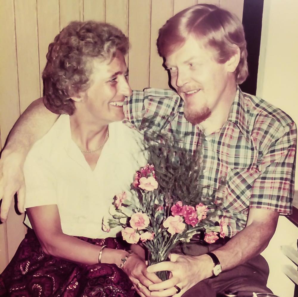 Mamma og pappa feirer sin siste bryllupsdag sammen.