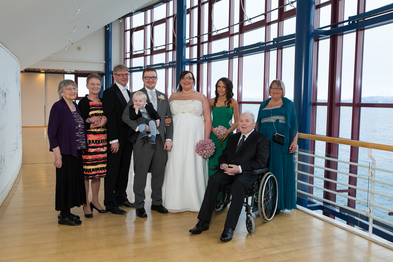 Pappa var utrolig stolt og glad den dagen Espen og jeg giftet oss. Her er hele familien samlet.